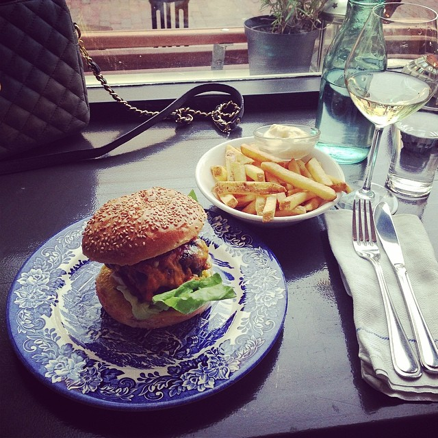 top-10-places-to-eat-burgers-in-amsterdam